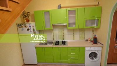 Кухни сплёночными фасадами состеклянными вставками вМДФ