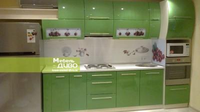 Кухни сплёночными зелёными фасадами