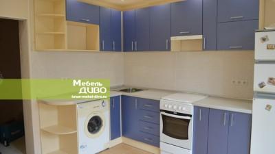 Кухня ссиними плёночными фасадами
