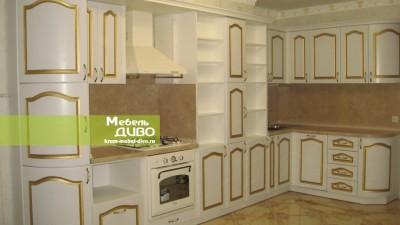 Кухни белые спатинированными фасадами