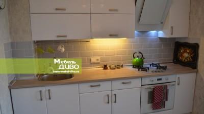 Кухни белые сплёночными фасадами