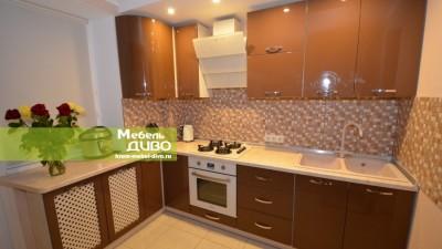 Кухни угловые скрашеными шоколадными фасадами