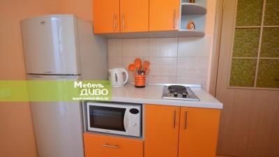 Кухни сплёночными оранжевыми фасадами глянец